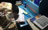 8岁孩子做作业睡着,妈妈心疼晒照片:孩子们是在负重前行