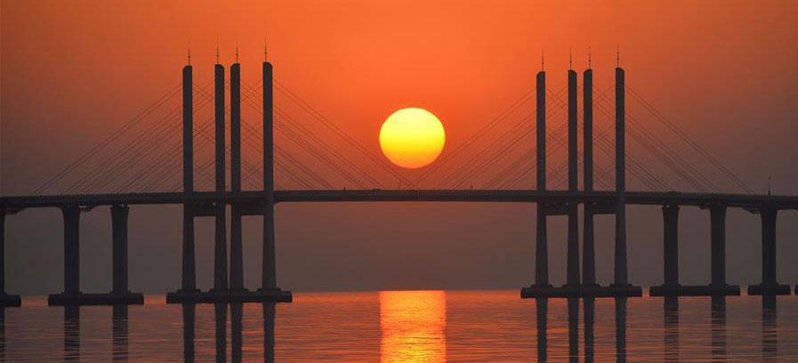 """胶州湾跨海大桥""""长虹卧波""""美如画"""