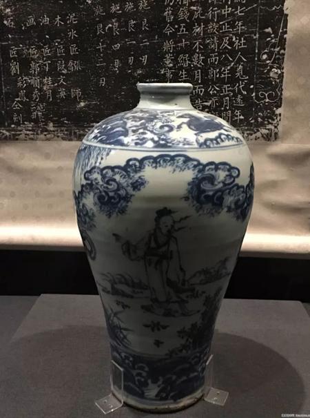 明天顺-青花携琴访友图梅瓶-故宫馆藏。