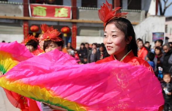 河南温县:农家秧歌闹新春