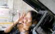 又爆丑闻!台湾辣妹被男友带进F16军机嘟嘴拍照 台军脸都气绿了!