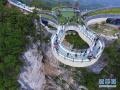 空中俯瞰绝壁廊桥