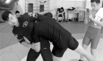 沈阳90后摔跤冠军短视频传授防身术 实力圈粉39万