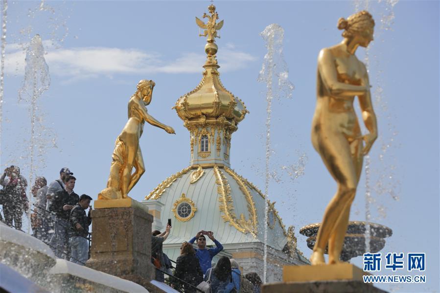 彼得夏宫开启喷泉季