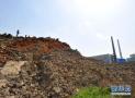 济南汉峪金谷里堆着渣土山 紧邻幼儿园已存在四年