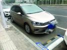 """南京无人化智能停车路段被""""钻空"""":车停两车位之间"""