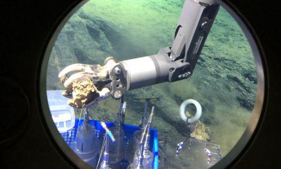 创新跨越2018 深海科考 向地球深部进军