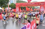 五环体育· 2021新县红旗飘扬半程马拉松激情开跑