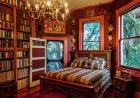 闯入《美女与野兽》图书馆 睡在书房里是怎样的体验