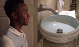 球员晒镶豪宅钻浴池