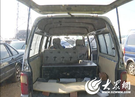 内部改装的面包车-日照 最牛超员 面包车 核载5人塞了15人