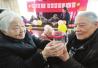 补拍结婚照制作创意水杯 苏州老人浪漫过节