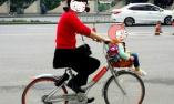 """共享单车的""""花式载人"""""""