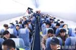 中国第一架737MAX8飞机亮相乌鲁木齐国际机场