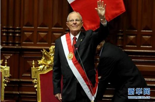 资料图:秘鲁当选总统库温斯基在国会宣誓就职-2016年国际上那些让