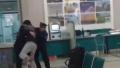 河南一家银行发生抢劫案 歹徒身携匕首钢管和石头(图)