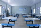 南京一学校食堂被曝卫生问题 番茄烂了还在用