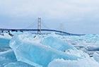 美国现罕见蓝色冰群