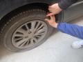 男子为泄愤戳破二十余辆轿车轮胎,曾多次因惹事被请进派出所