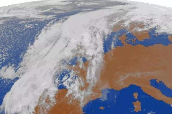"""伊比利亚半岛:飓风""""莱斯利""""来袭 176年来最强"""