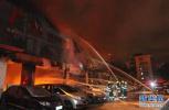 危险!秸秆起火 10多米外是养鸭大棚