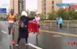 """最新!江苏省体育局介入""""苏州马拉松递国旗""""调查"""