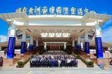王中軍、王中磊出席2018中國企業家博鰲論壇