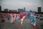 """河南漯河:政府搭台 群众""""唱戏"""""""