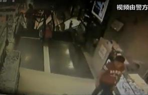 手机 民警/53岁惯偷盗商场千元 派出所门口向民警打招呼被抓