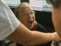 """没带针!80岁""""容嬷嬷""""坐公交被赞人挺好"""