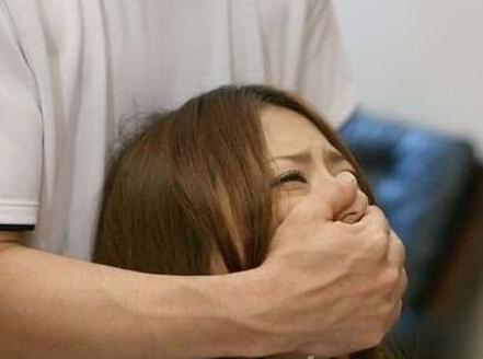 午夜被强奸_少女遭网友强奸拍裸照 事后讨说法再被强奸!