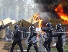 斯洛文尼亚边境难民营起火 浓烟滚滚升起