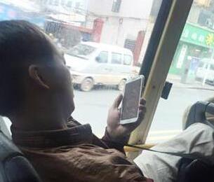 男子公交上开外放看黄片:边看片边看身边女子 盘点各种猥琐男