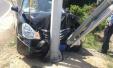 五一高速出行郑州私家车撞上指示牌 幸无伤亡