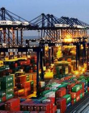 国际市场复杂严峻 中国外贸结构优化保持回稳向好