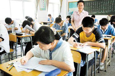 法制进学校计划_赵墩乡召开2015年法制安全教育报告会暨校园