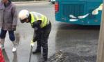 旅顺口供热管道漏水 大量水涌出 200米路面湿滑