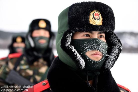 黑龙江漠河边防官兵极寒天气坚守岗位