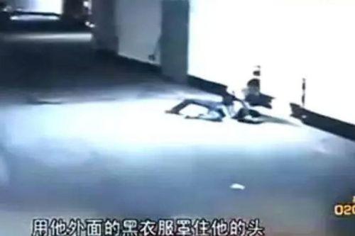 18岁少女被劫色时太主动女生心慌劫匪:打劫碰胸初中网友抓图片