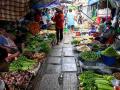"""史上最牛菜市场,人们每天都与""""死神""""在擦肩"""