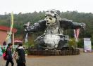 """巨型""""熊猫""""亮相无锡"""