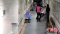 河南许昌科技馆馆长殴打医护人员 官方称正停职受查
