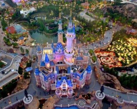 迪士尼/核心提示:国庆期间出游的居民首选国内跨省游,之后依次是出国...