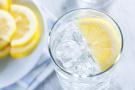只喝柠檬水能减肥吗?肠胃不好的人需要远离