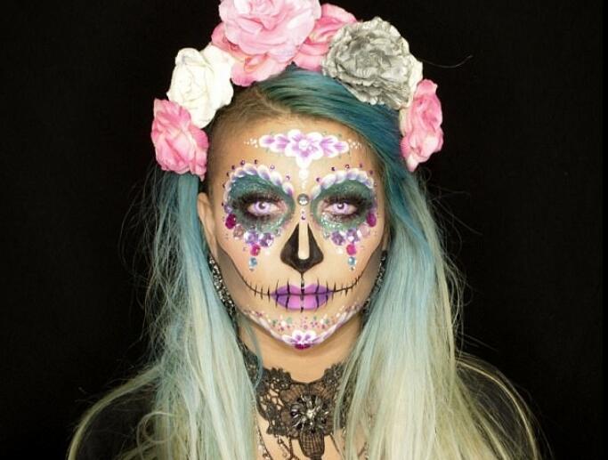 化妆师打造惊艳万圣妆容