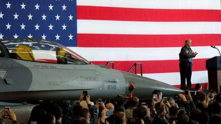▲11月5日,特朗普在驻日美军横田空军基地发表演讲.(BBC)-日美借 ...图片 40948 720x405