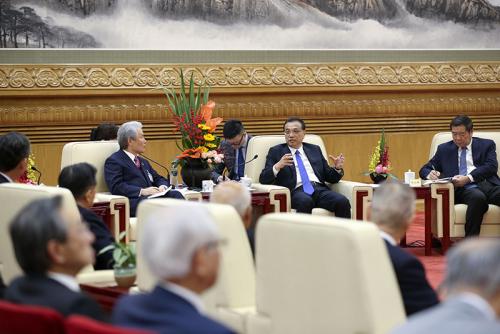 李克强会见日本经济界代表团并座谈
