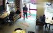 外卖哥撞碎玻璃门被吓懵 手里还握着门把手!