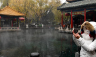 山东济南:雪落趵突泉