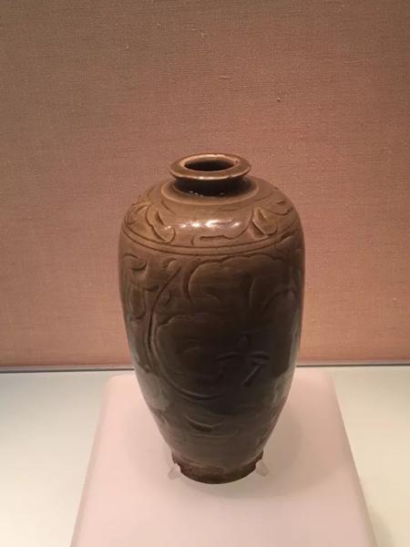 地位与磁州窑并驾齐驱的耀州窑版梅瓶:宋-耀州窑青釉刻花牡丹纹梅瓶-国家博物馆藏。